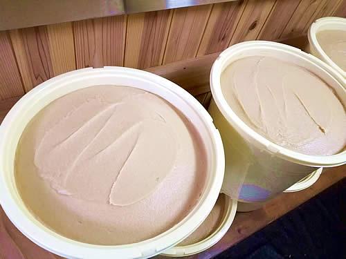 九重の白味噌が選ばれる理由3、無添加なので酵母が生きている。