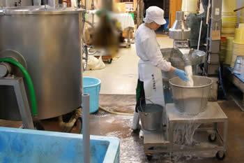 米洗いの様子、白味噌(西京味噌)の作り方、手順